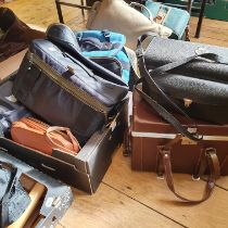 Various camera bags and cases (qty) Provenance: Part of a vast single owner collection of cameras,