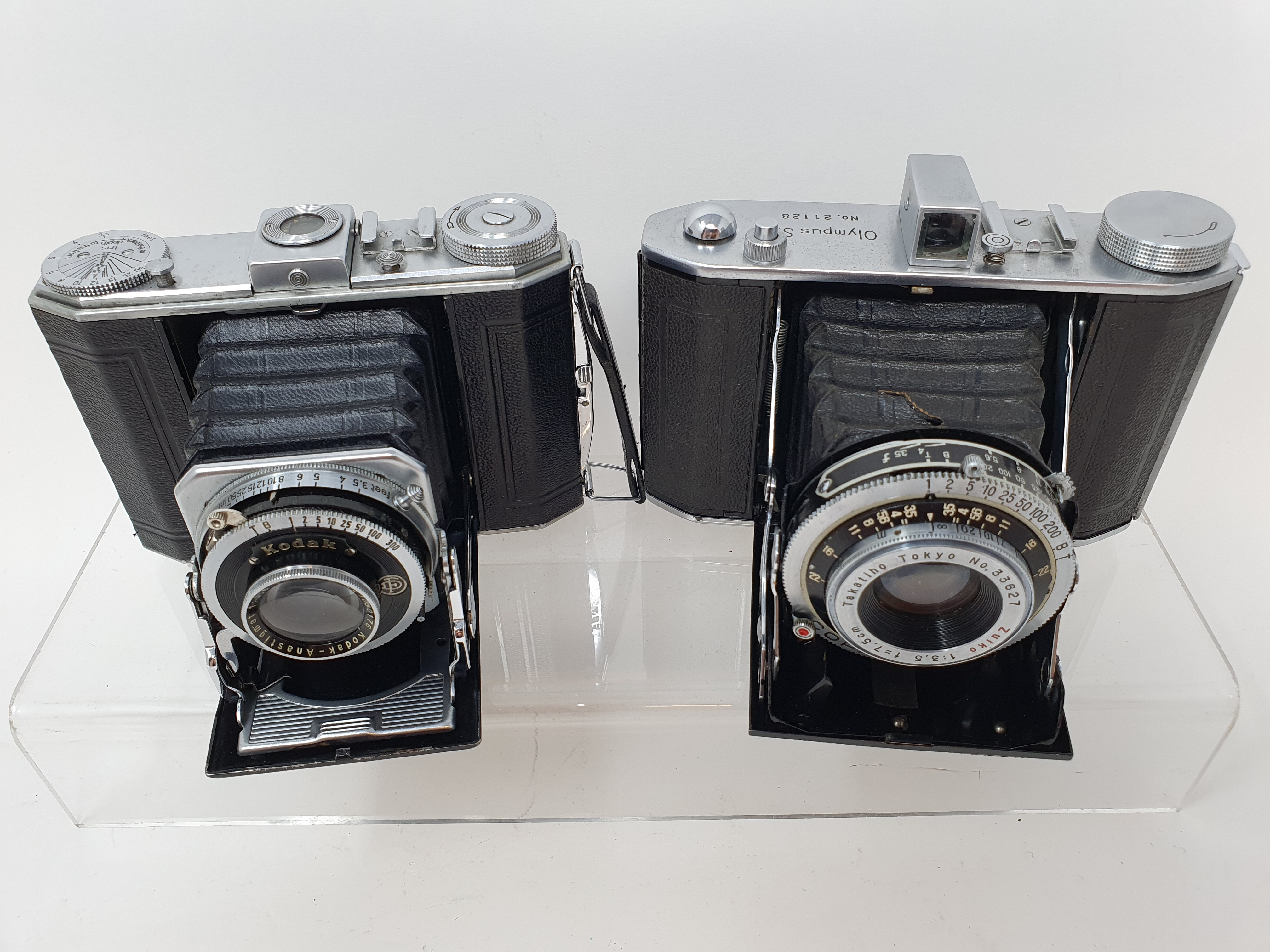 An Olympus-Six folding camera, serial number 21128 and a Duo 620 folding camera (2) Provenance: Part - Image 2 of 4