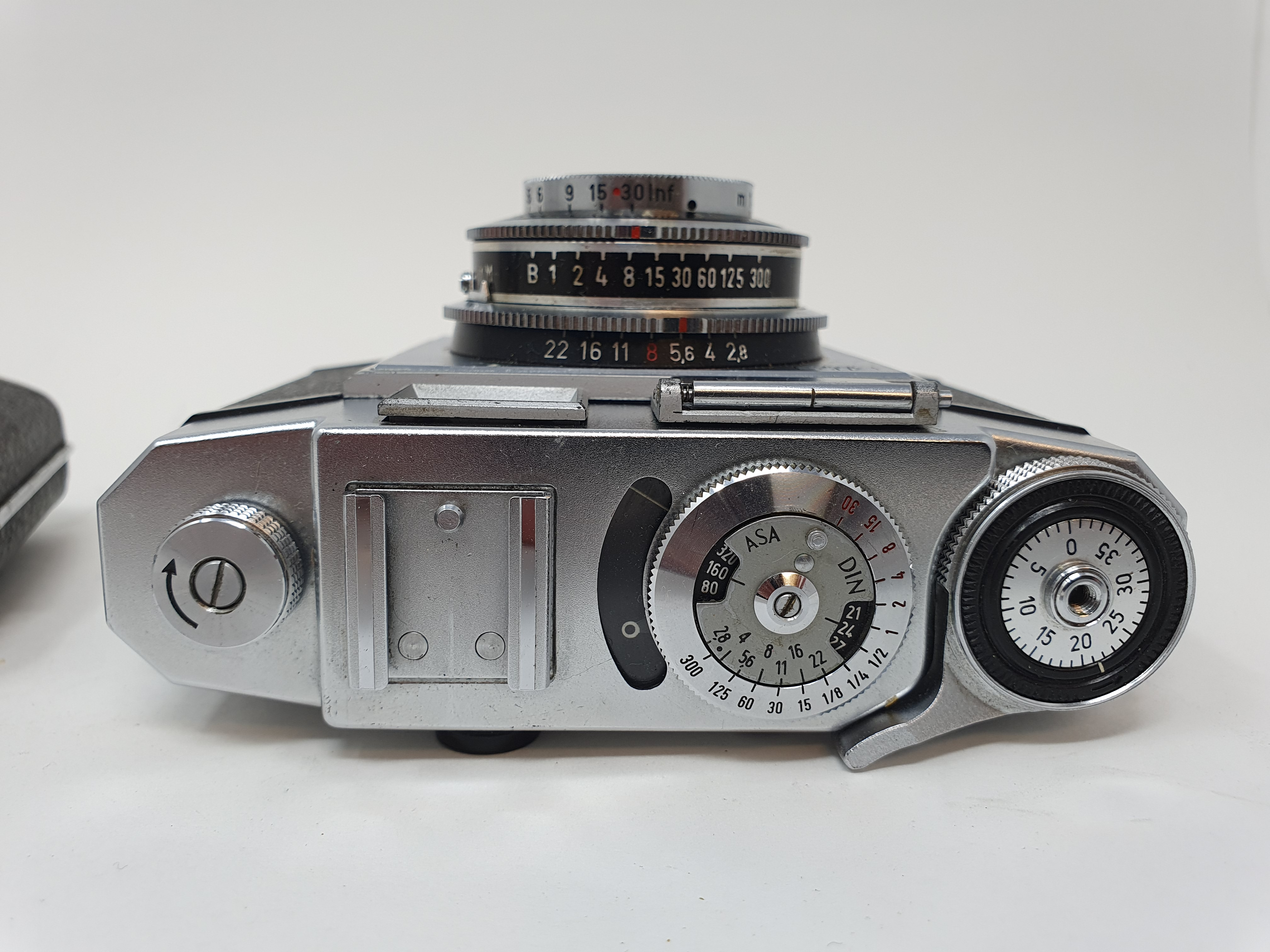 A Kodak Retinette 1 B camera and a Zeiss Ikon camera (2) Provenance: Part of a vast single owner - Image 3 of 4