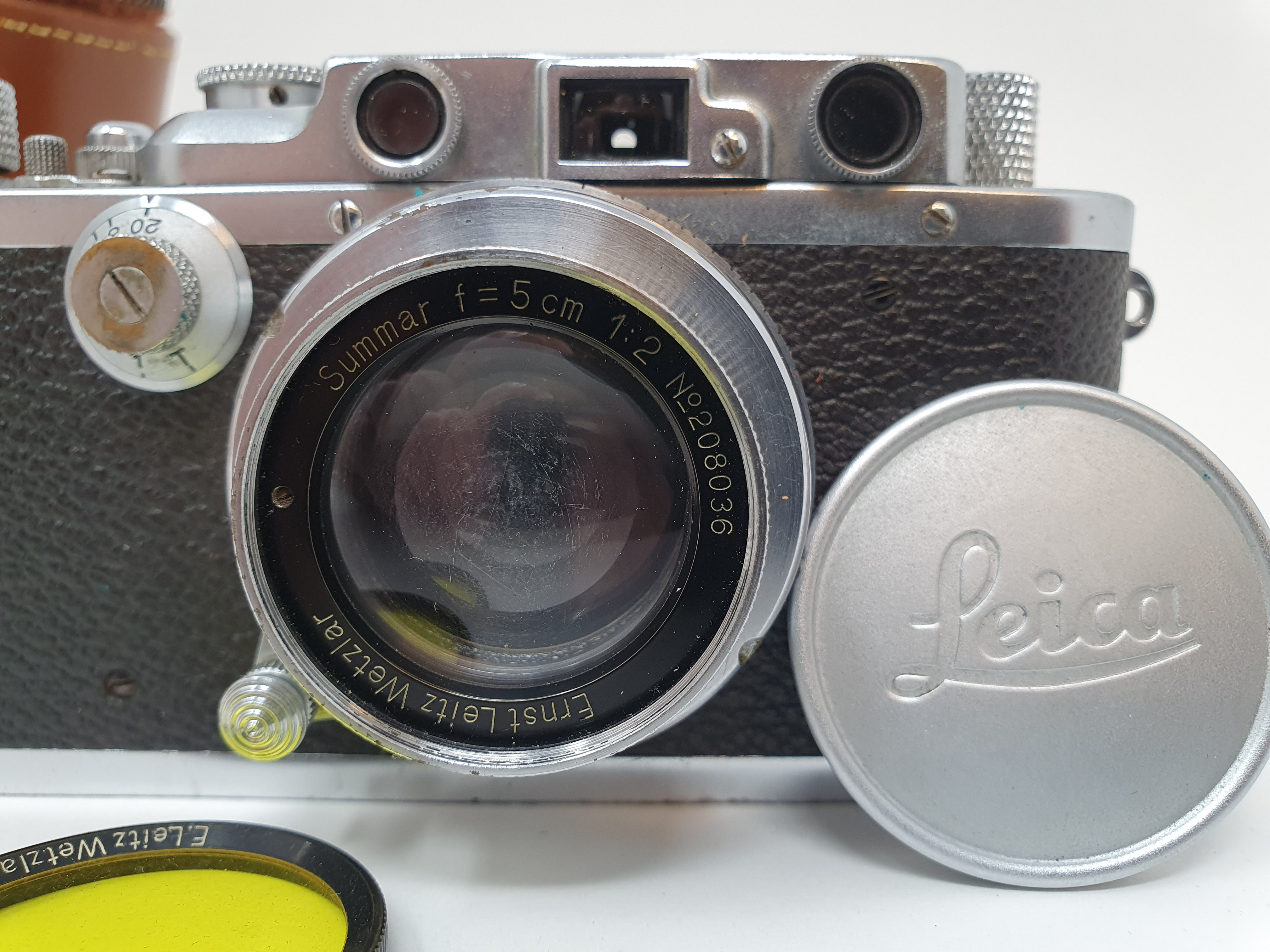 A Leica camera, serial number 120761, with leather outer case Provenance: Part of a vast single - Image 2 of 6