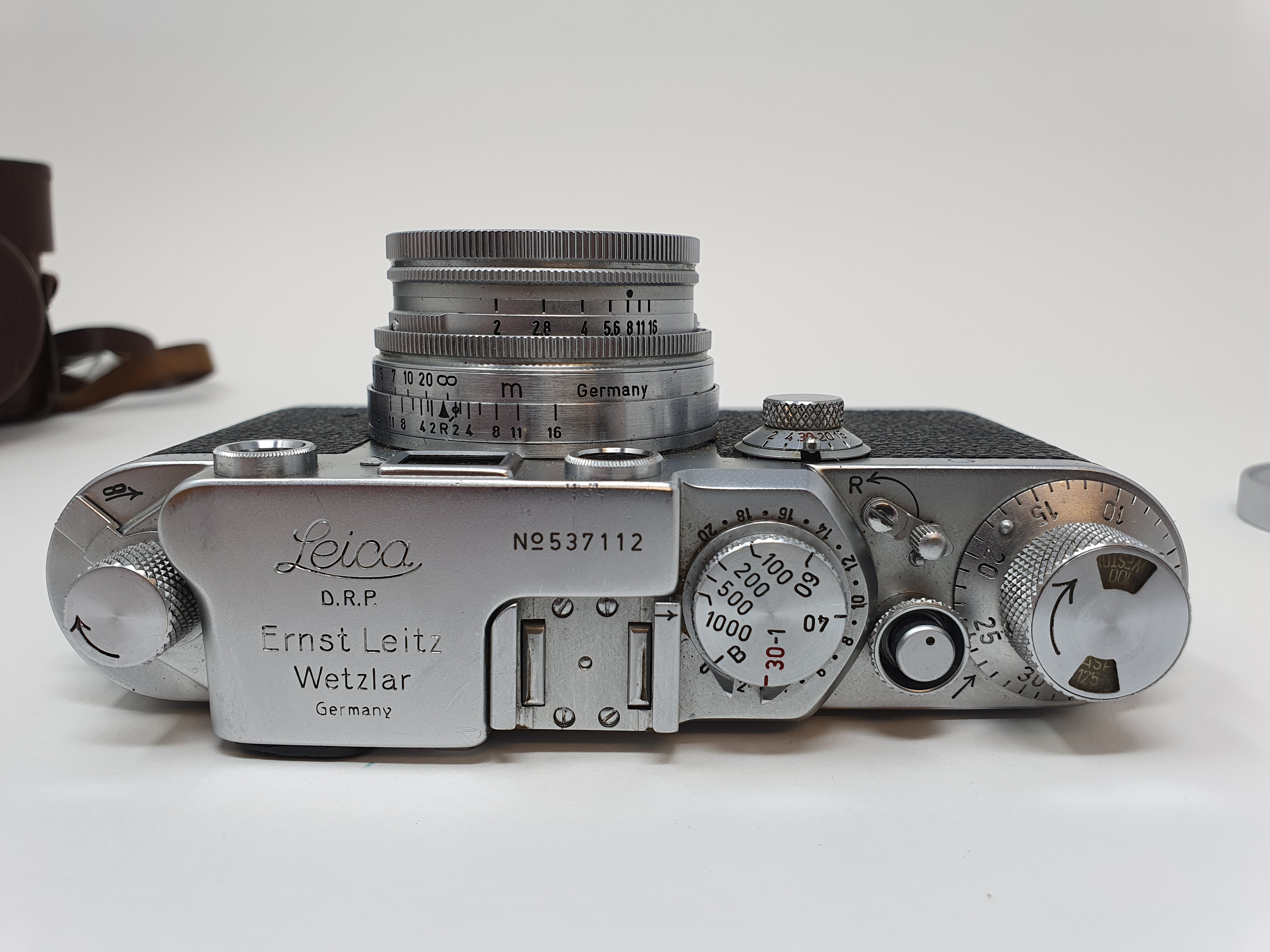 A Leica IIIf camera, serial number 537112, with leather outer case Provenance: Part of a vast single - Image 3 of 5