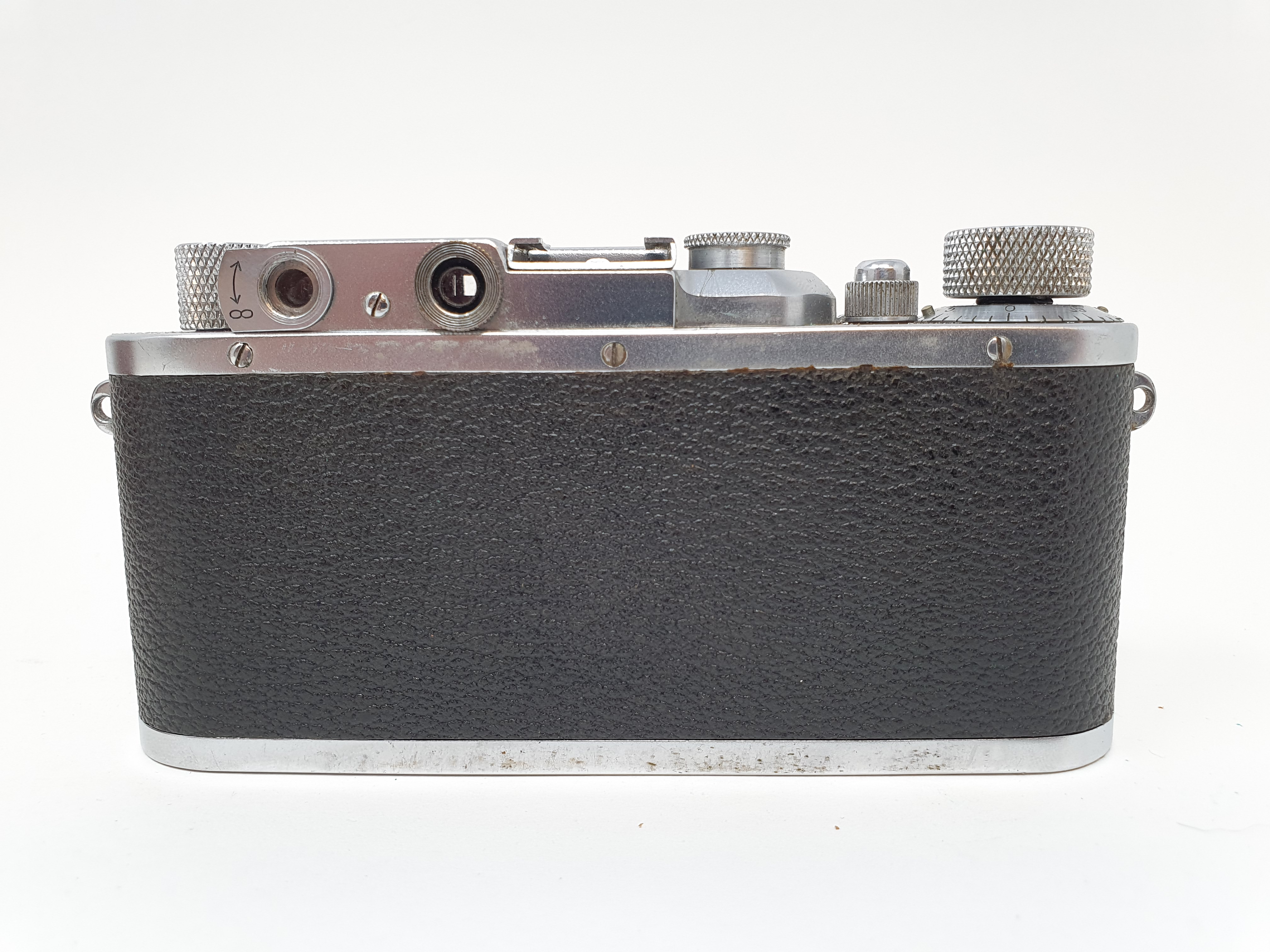 A Leica camera, serial number 120761, with leather outer case Provenance: Part of a vast single - Image 4 of 6