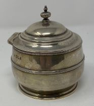 A silver tea caddy and cover, of compressed circular form, London 1918, 7.3 ozt, 10.5 cm high