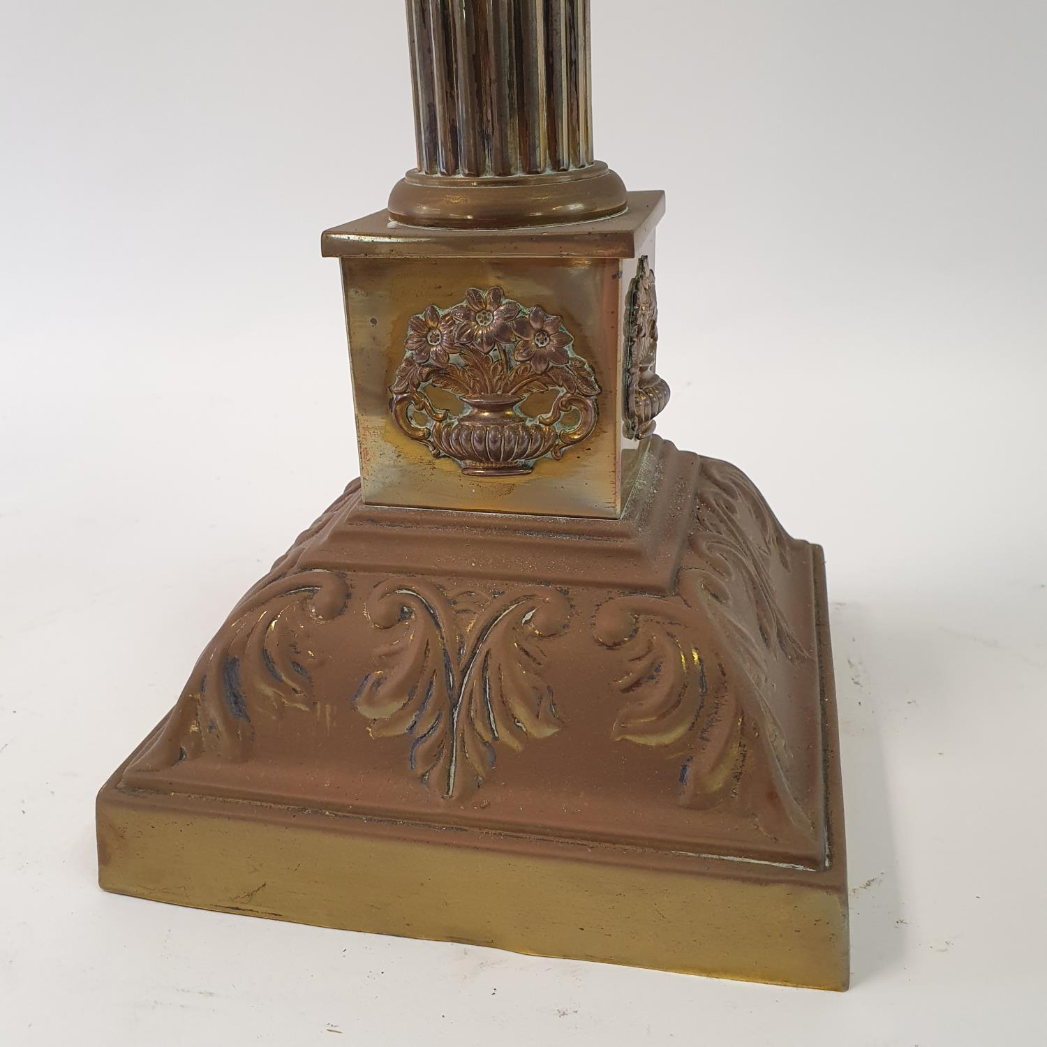 An oil lamp, with an acid etched glass shade, a clear glass well on a brass base in the form of a - Image 2 of 4