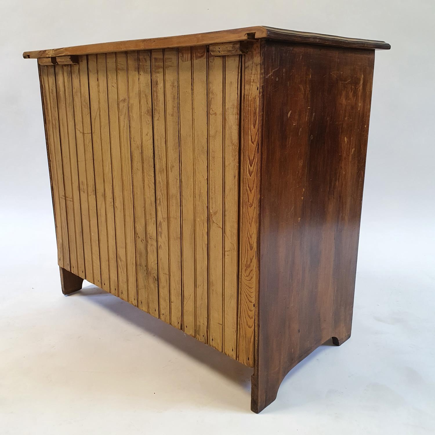 A mahogany chest, having three drawers, 92 cm wide - Image 3 of 3