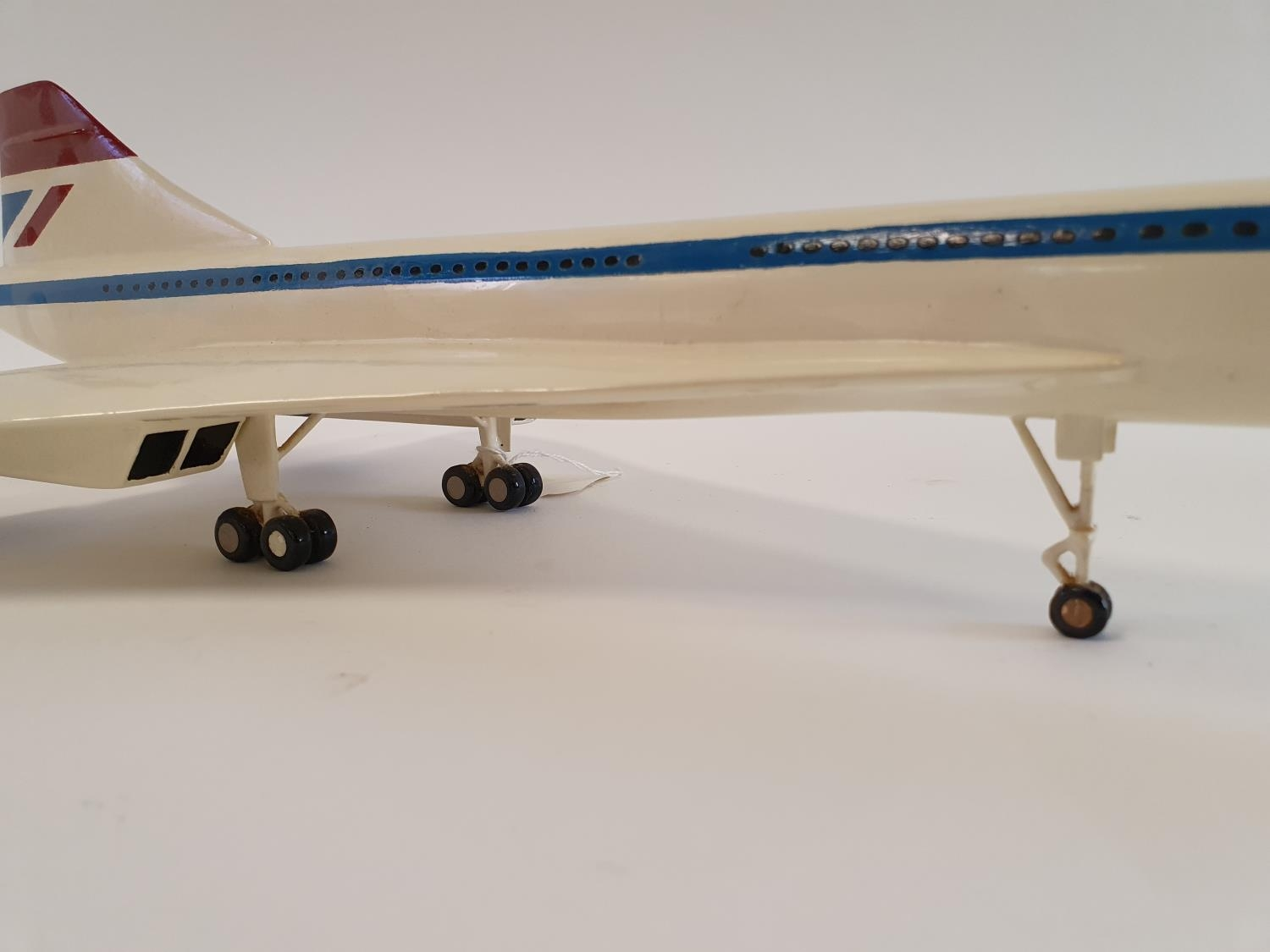 A model of a Concorde, 63 cm wide 62.5 cm nose to tail - Image 4 of 5