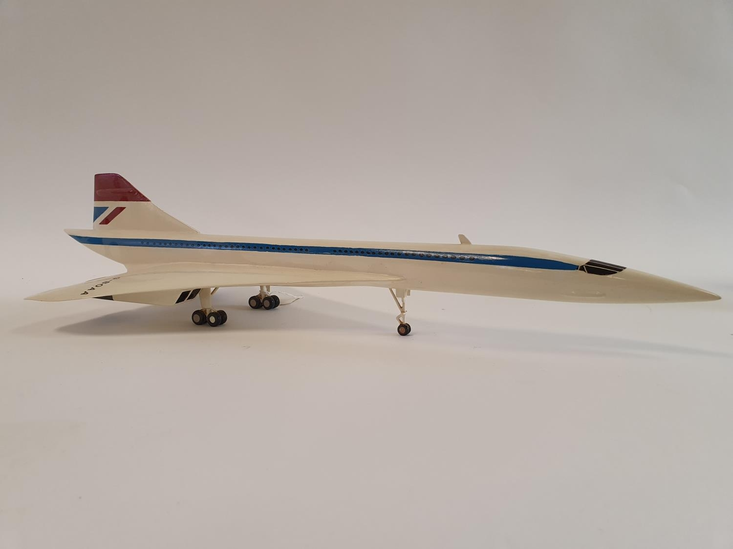 A model of a Concorde, 63 cm wide 62.5 cm nose to tail - Image 3 of 5