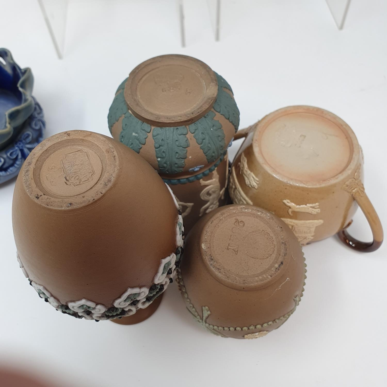 A pair of Doulton Lambeth jugs, 15 cm high, and six other items of Doulton (8) - Image 5 of 9