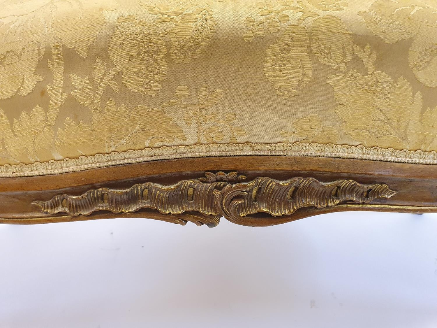 A Continental walnut settee, 130 cm wide - Image 4 of 4