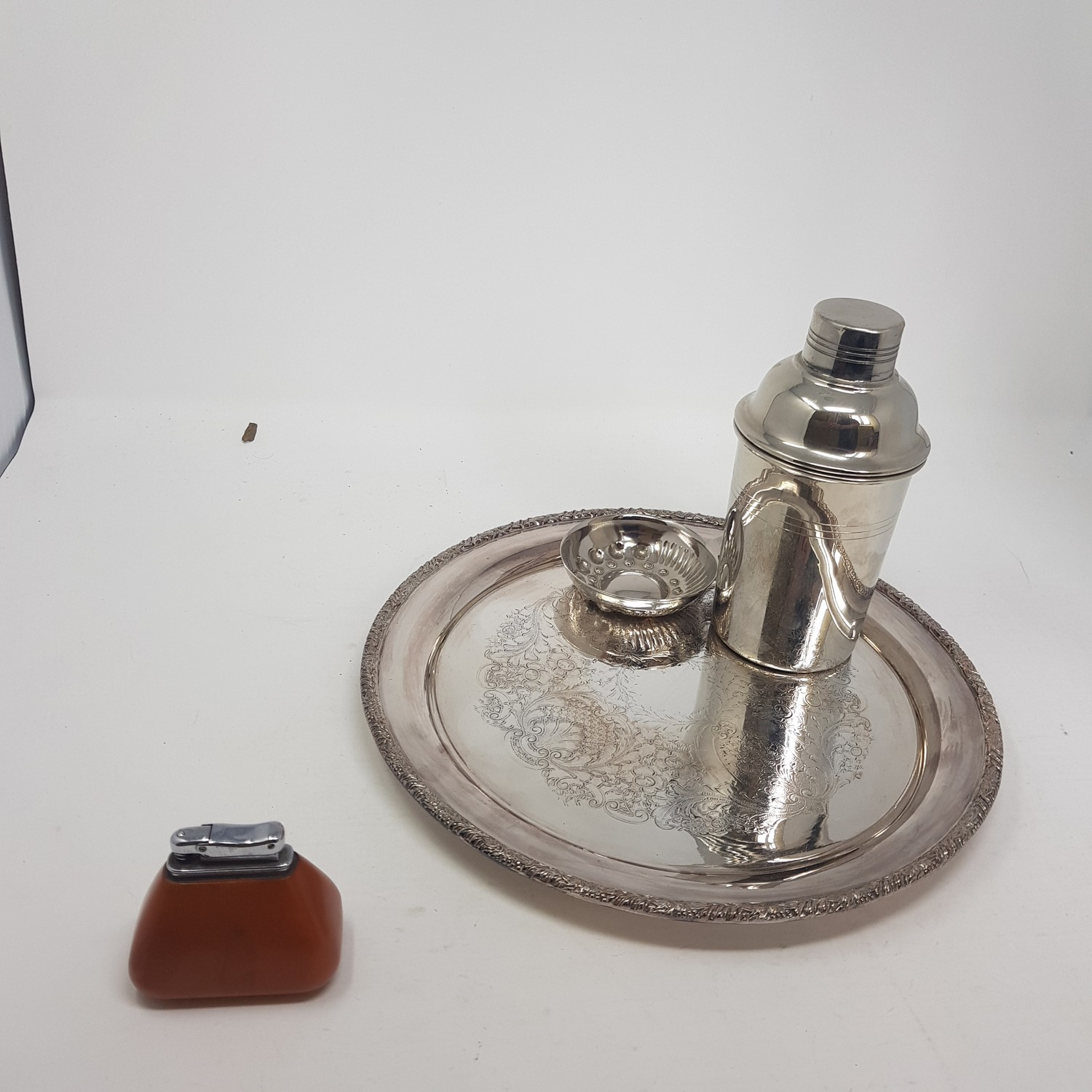 A silver plated cocktail shaker, other silver plate and metalwares (box) - Image 3 of 3