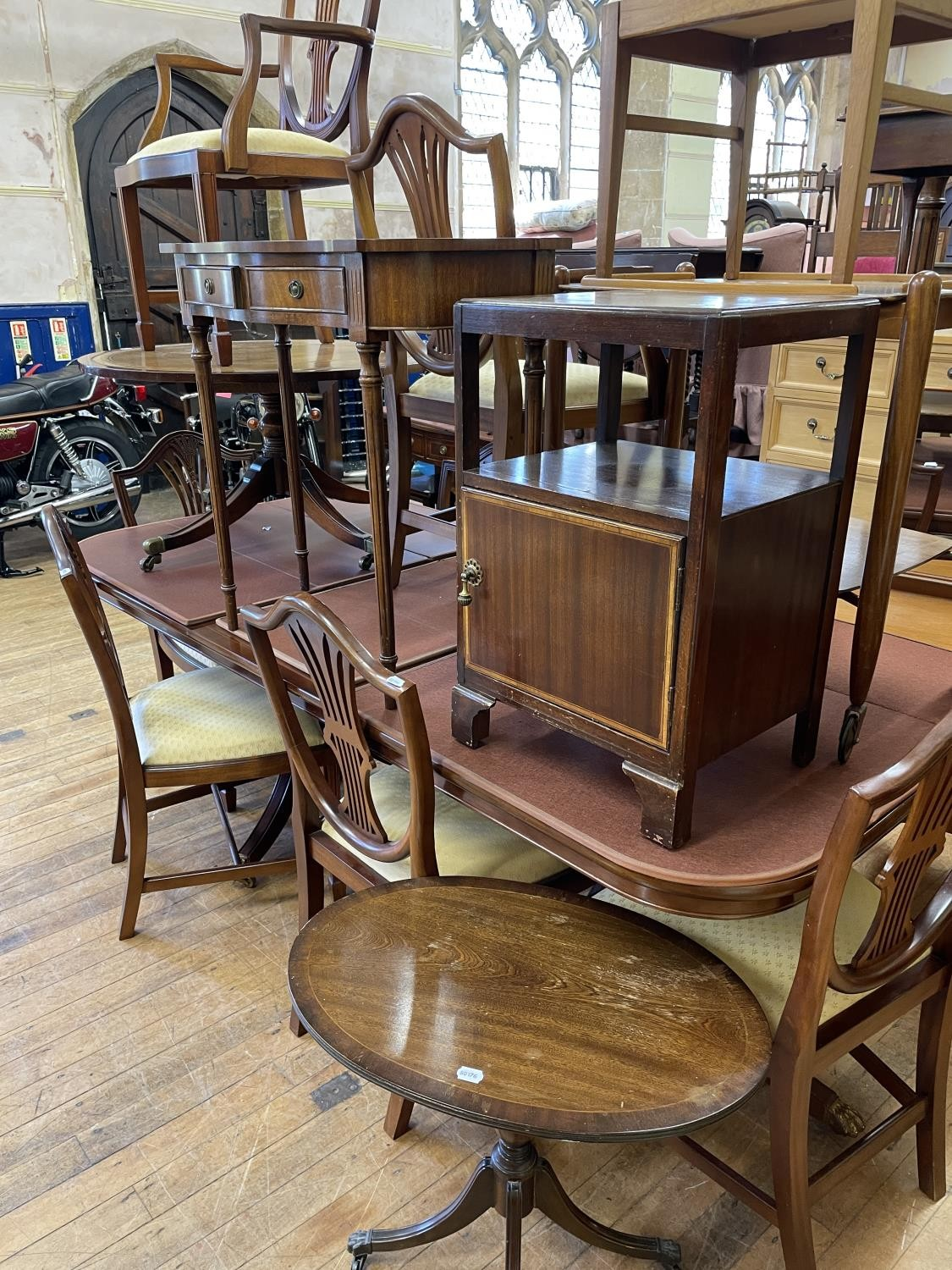 A mahogany extending dining table, inset an extra leaf 208 cm wide, six matching chairs, a