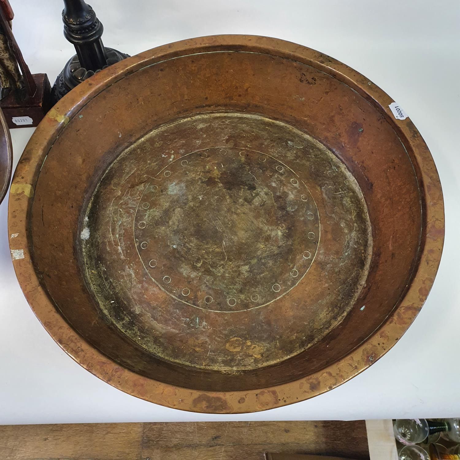 A copper preserve pan, a copper coal helmet, a pair of lamp bases and other items (qty) - Image 2 of 4