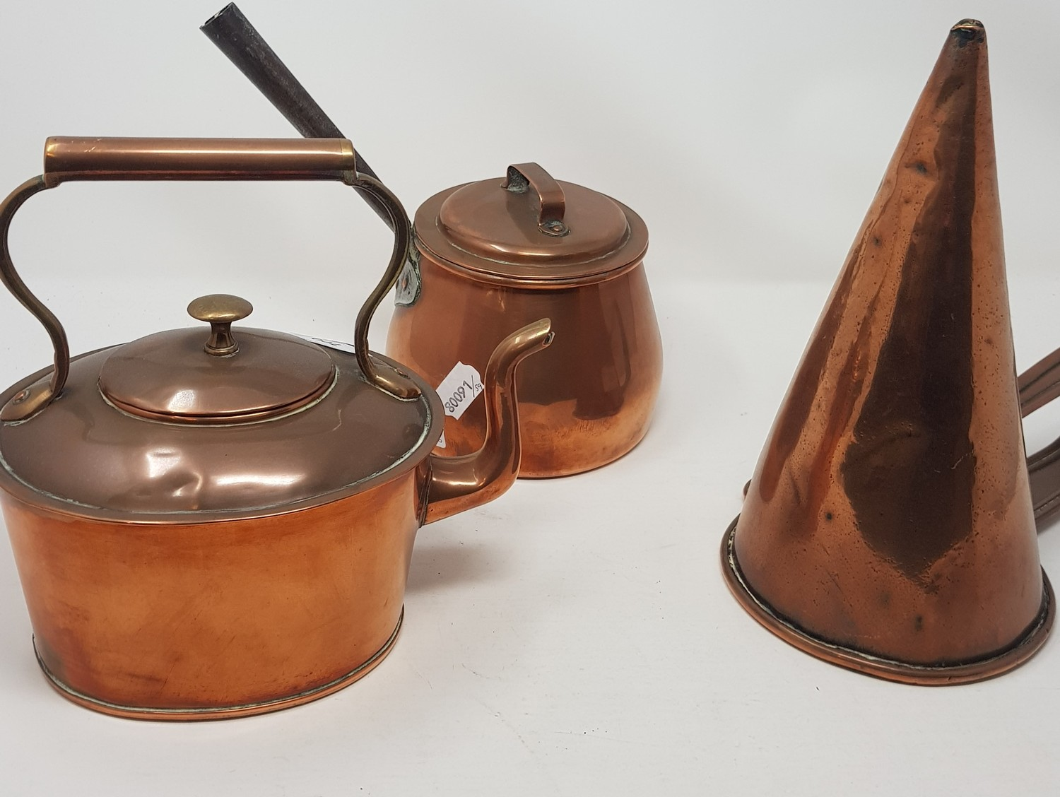 A brass and copper preserve pan, 44 cm diameter and other metalwares (4) - Image 2 of 3