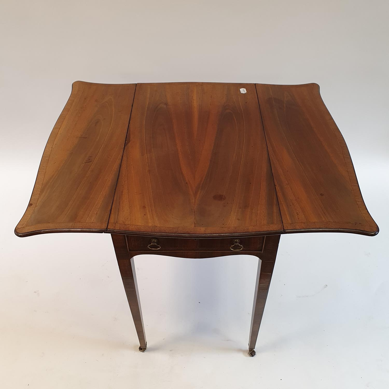 A George III mahogany butterfly top Pembroke table, of small proportions, crossbanded in rosewood, - Image 3 of 3
