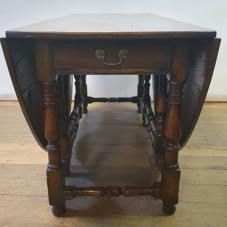 An 18th century style oak gateleg table, 158 cm wide - Image 2 of 6