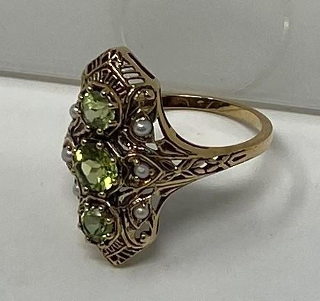 A 9ct gold, peridot and pearl ring