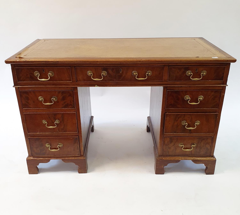 A mahogany pedestal desk, 120 cm wide - Image 3 of 3