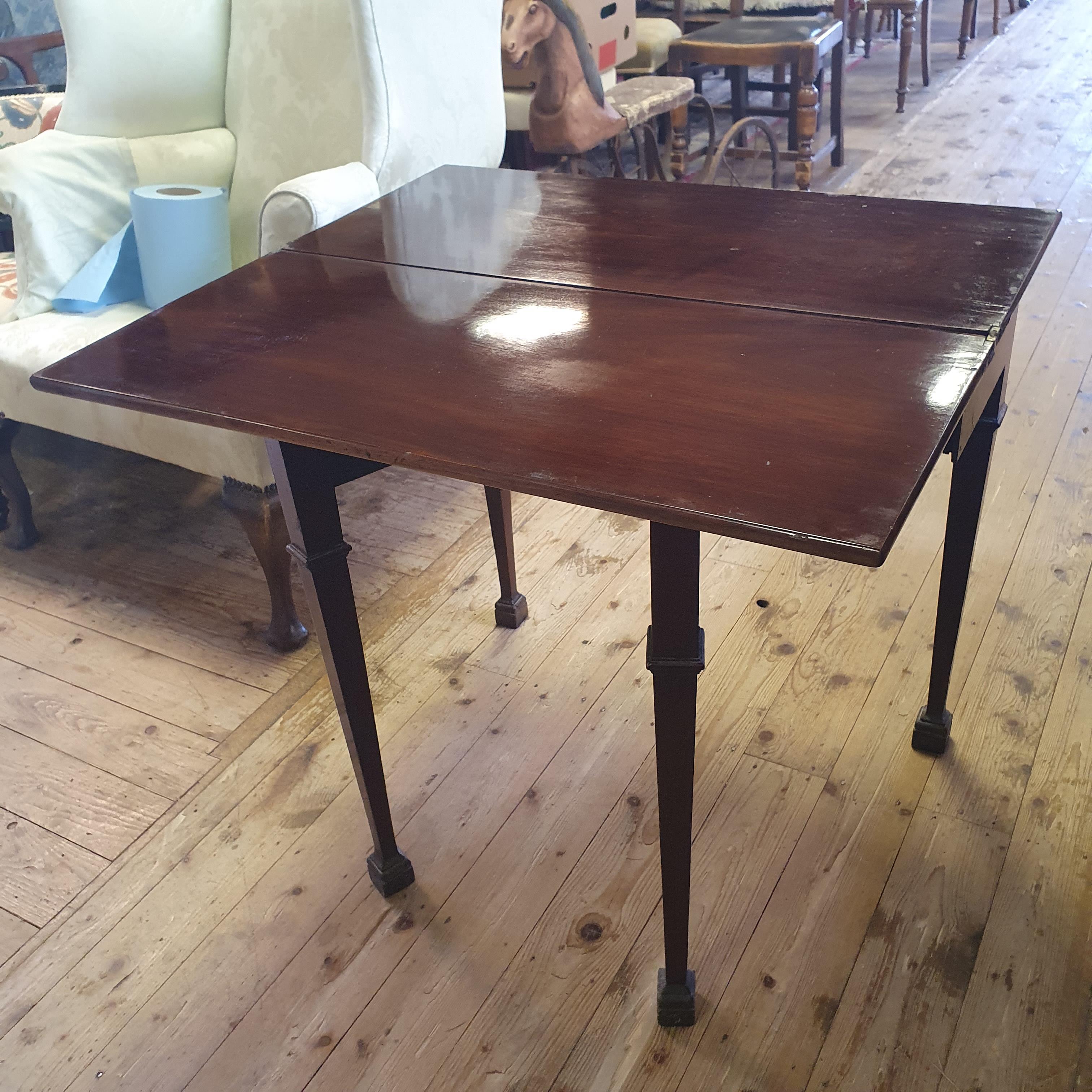 A 19th century mahogany tea table, 76 cm wide - Image 4 of 4