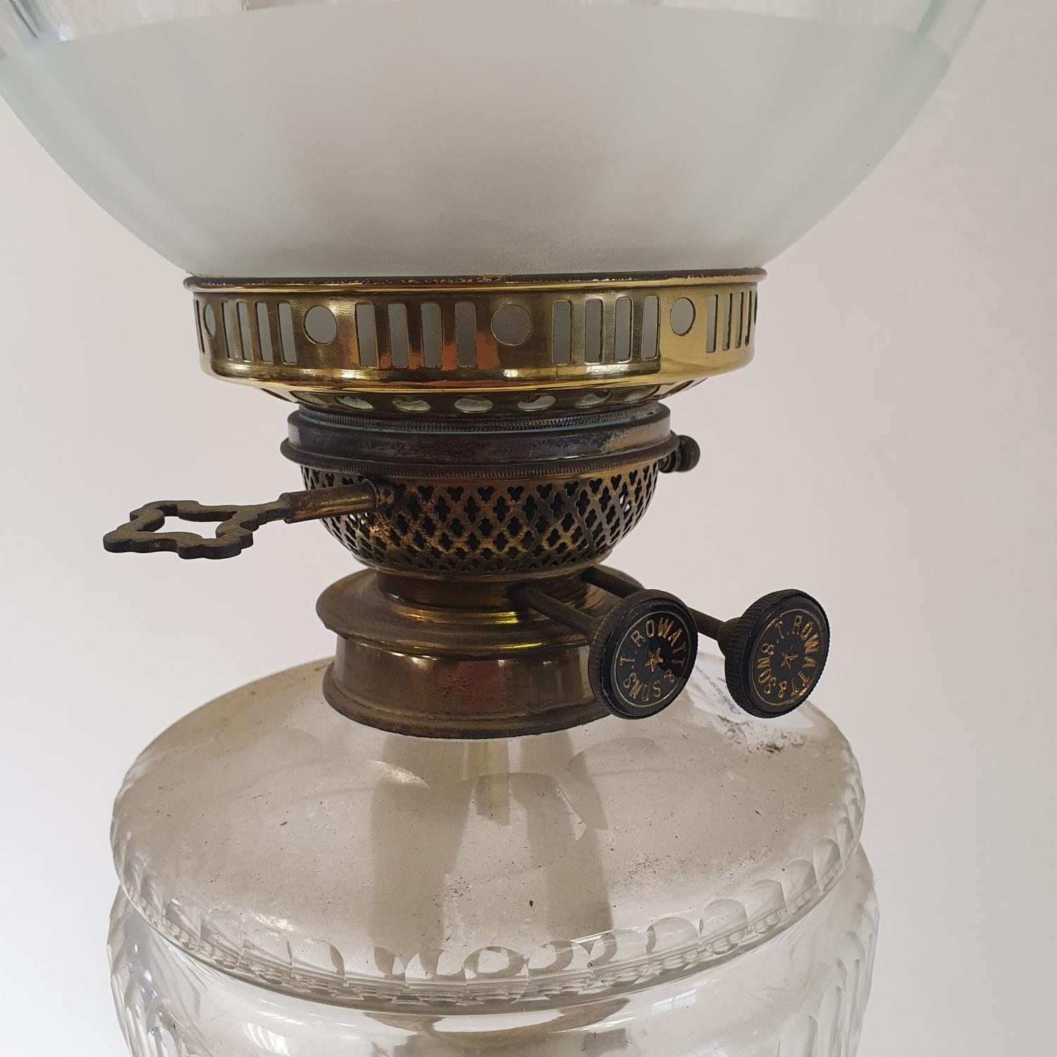 An oil lamp, with an acid etched glass shade, a clear glass well on a brass base in the form of a - Image 3 of 4