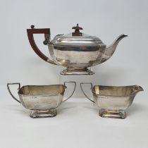 A George V silver three piece tea set, Birmingham 1930, 37 ozt (all in) (3)