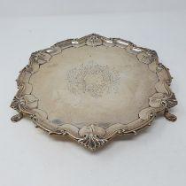 A George V silver salver, London 1910, 18.2 ozt
