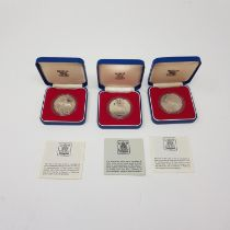 Three Silver Jubilee proof crowns, and other assorted commemorative coins