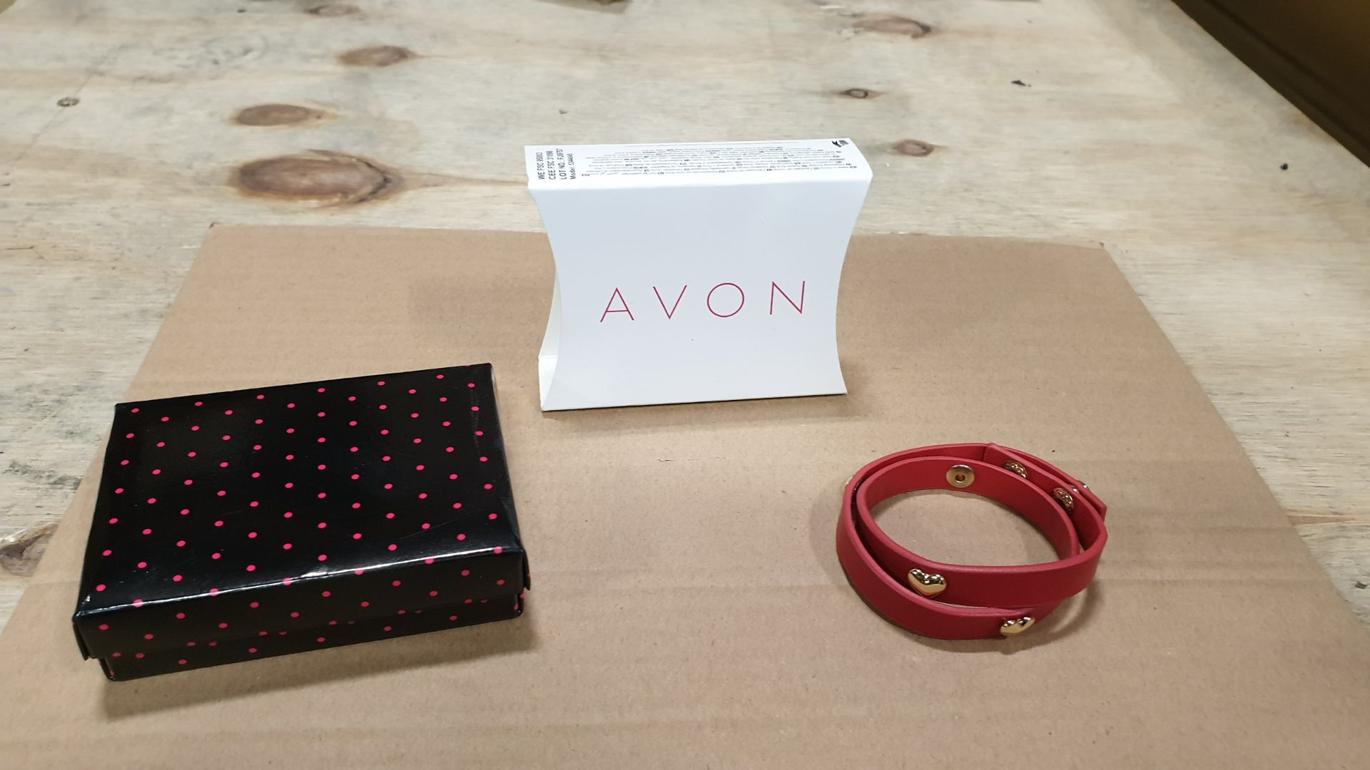 132 X AVON RONNI BRACELET - RED