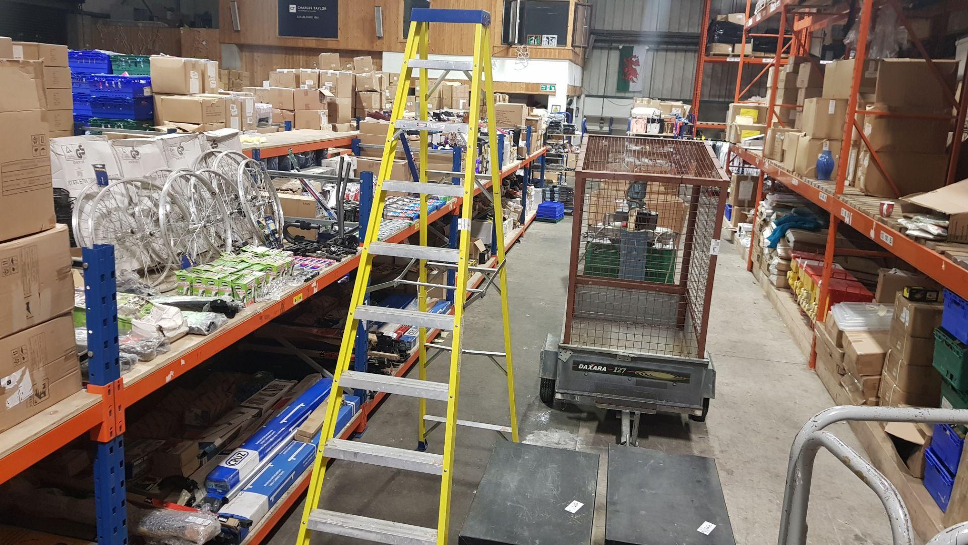 ENJEX FIBER GLASS STEP LADDERS (GX-SL10) MAXIMUM LOAD 150KG MAXIMIM STANDING HEIGHT 1.93M CLOSE UP