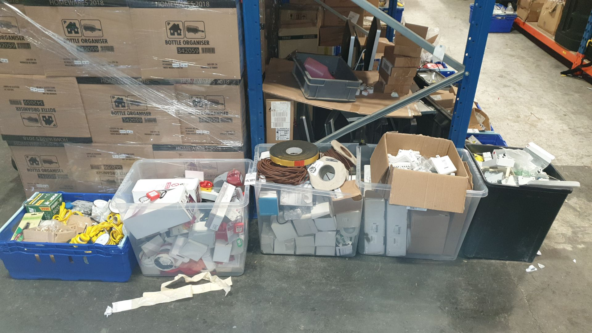 MIXED ELECTRICAL LOT IN 5 TRAYS/BOXES CONTAINING FUSION LAMPS 30W LED HID REPLACEMENT, VARIOUS