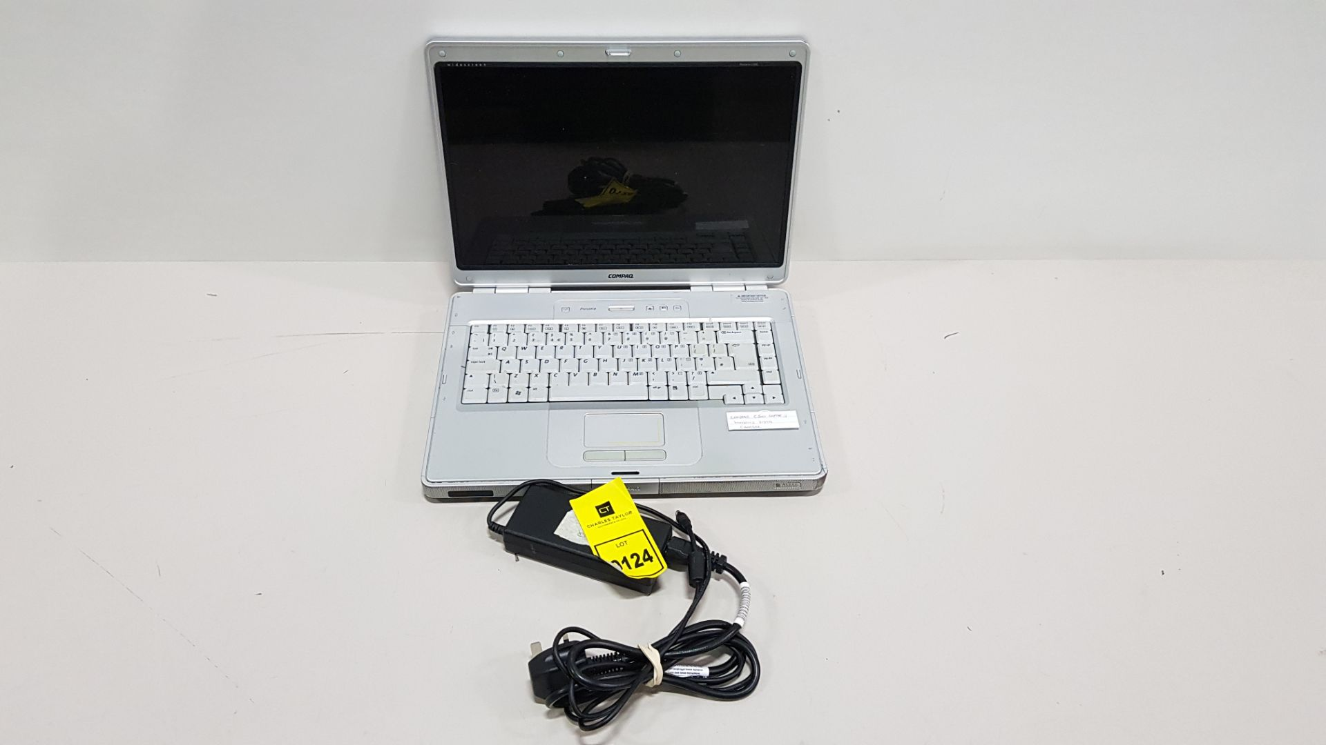 COMPAQ C500 LAPTOP WINDOWS VISTA - WITH CHARGER