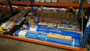 APPROX 50 PIECE ASSORTED LOT CONTAINING VARIOUS BRANDED ROOF BARS AND ROOF BAR ACCESSORIES - IN