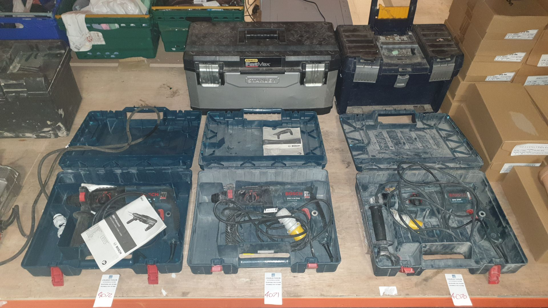 MIXED TOOL LOT CONTAINING BOSCH HAMMER DRILL (GBH 2-26 DRE PROFESSIONAL) ALSO INCLUDES STANLEY