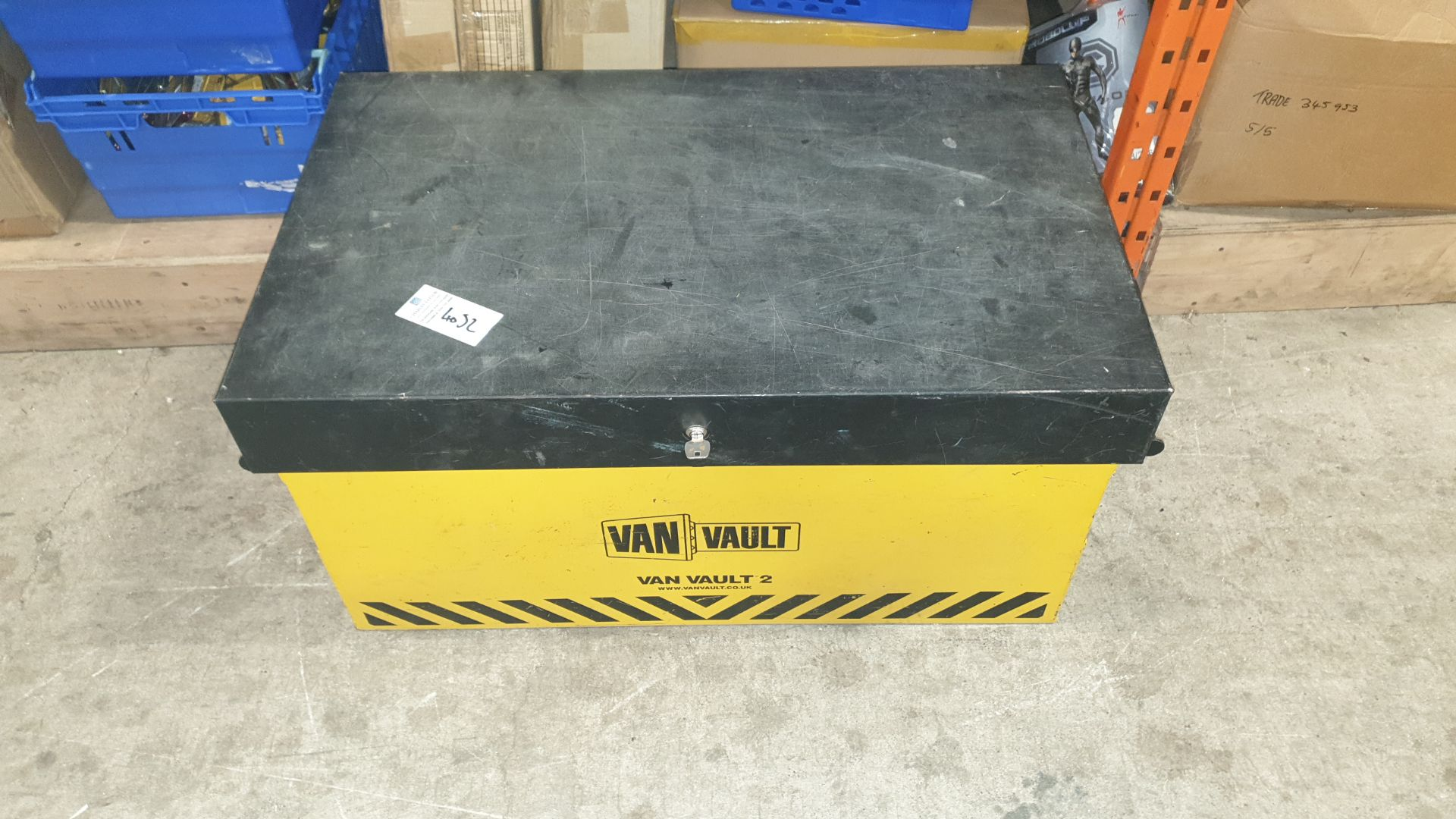 1 X LOCKABLE VAN VAULT KEY INCLUDED SIZE 92 X 56 X 51 CM