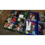 700+ PIECE MIXED CAR LOT CONTAINING PAINT BRUSHES, POWER OUTLETS, AIR FRESHNERS AND AIR PUMPS ETC IN