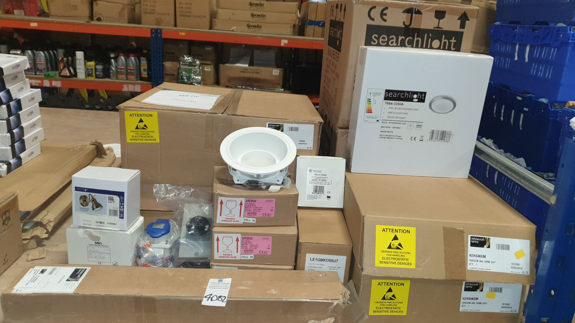 MIXED 15+ PIECE TRADE LOT CONTAINING SEARCHLIGHT FOCUS SPOT LIGHT, SEARCHLIGHT LED BATHROOM FLUSH,
