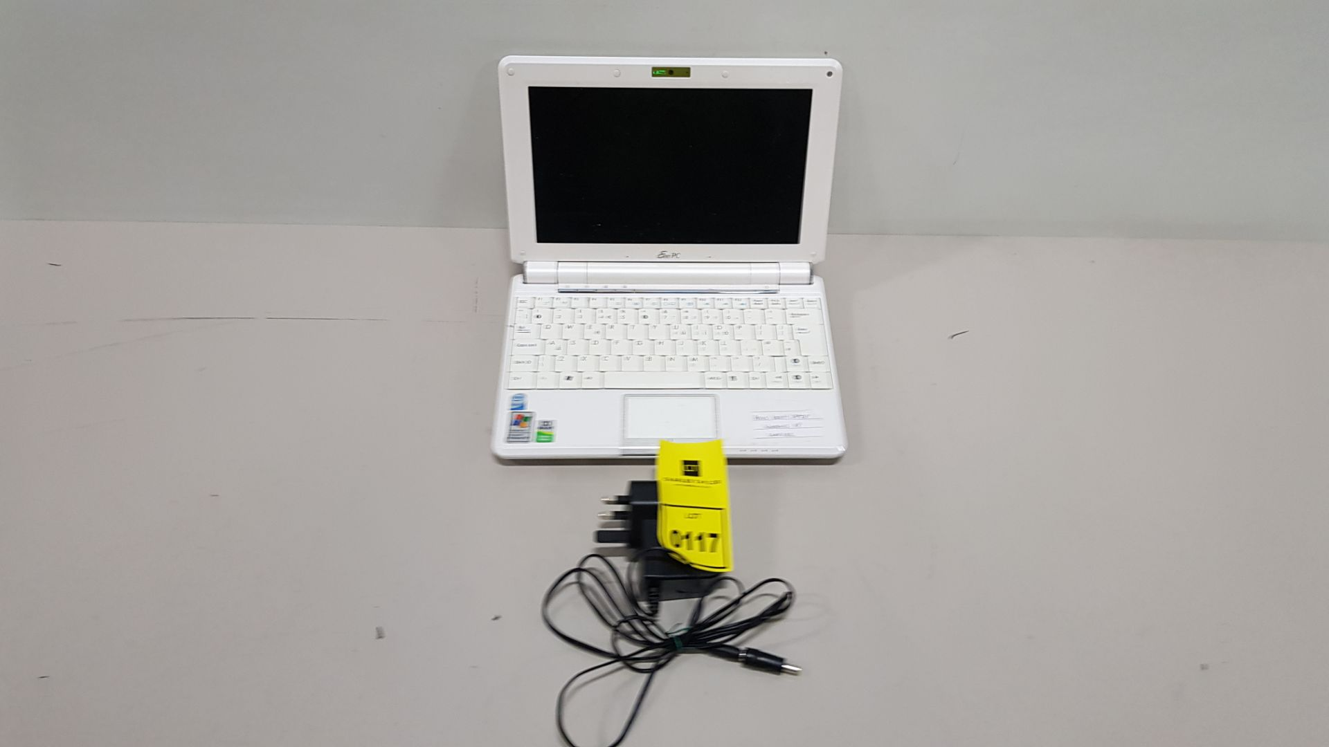 ASUS 1000H LAPTOP WINDOWS XP - WITH CHARGER