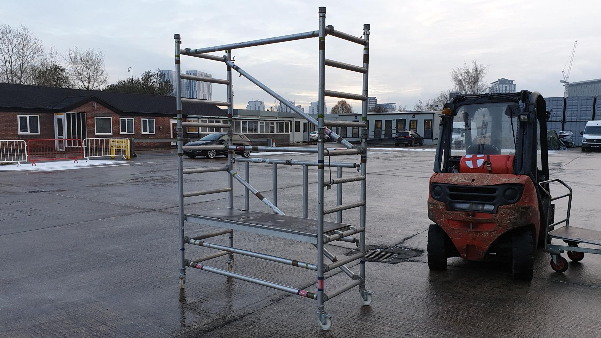 ALIMINIUM SCAFFOLDING TOWER WITH WHEELS SINGLE PLATFORM