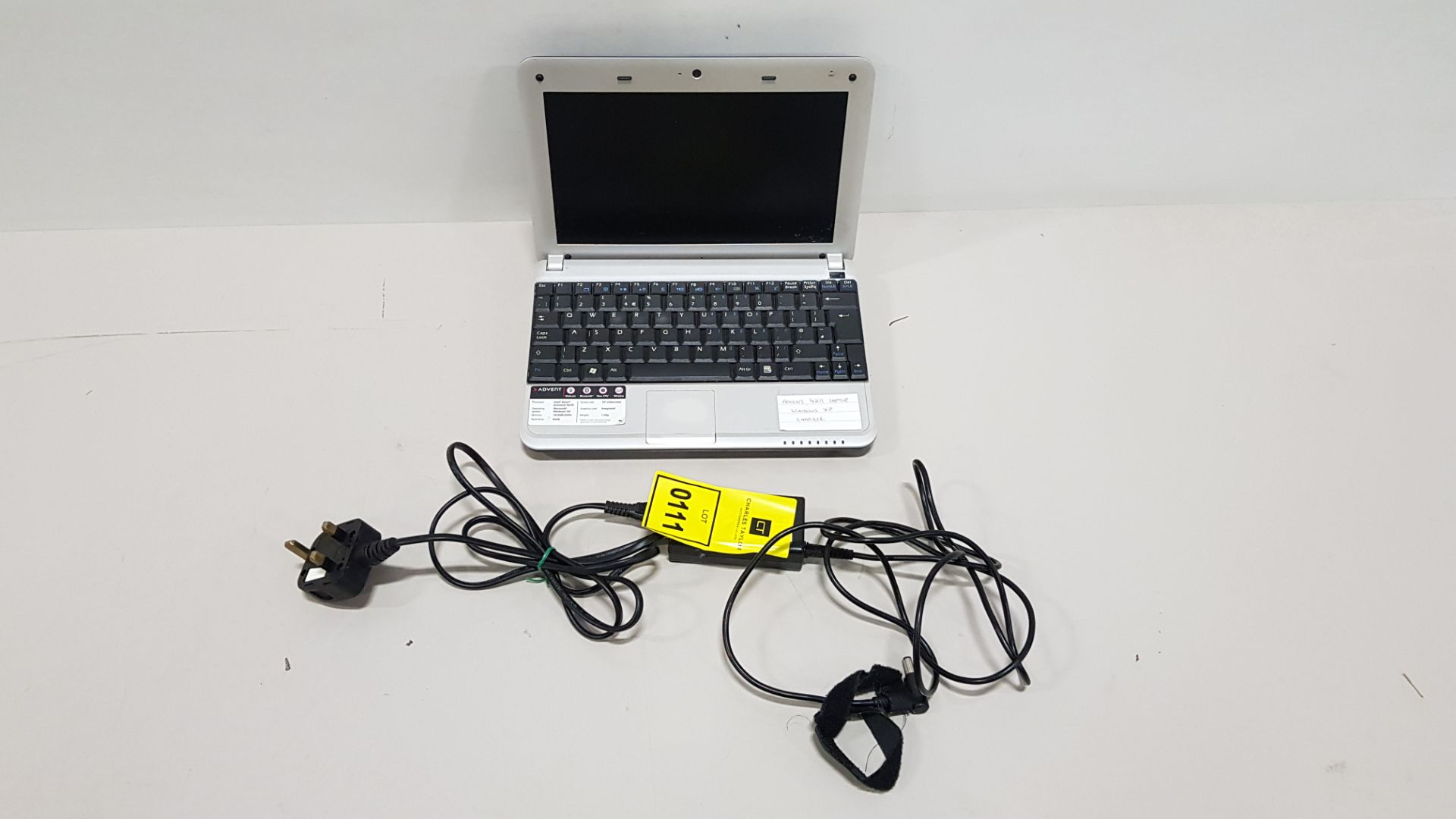 ADVENT 4211 LAPTOP WINDOWS XP - WITH CHARGER
