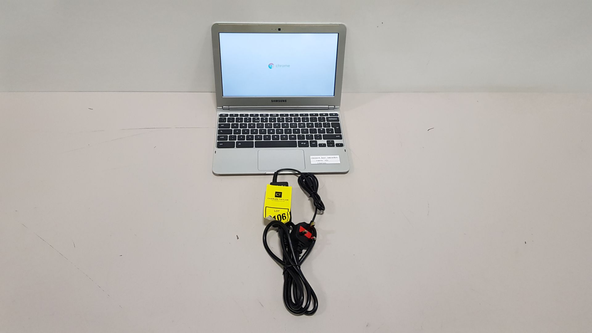 SAMSUNG 303C CHROMEBOOK CHROME O/S - WITH CHARGER