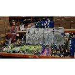 APPROX 90 PIECE ASSORTED BIKE LOT CONTAINING ROOF MOUNTED BIKE CARRIER, BIKE ALLOY WHEEL, SMART TUBE