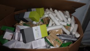 FULL PALLET OF AVON HOUSEWARE INCLUDING AVON MICROWAVE PASTA COOKER, BAMBOO LUNCHBOX AND FLAMELESS