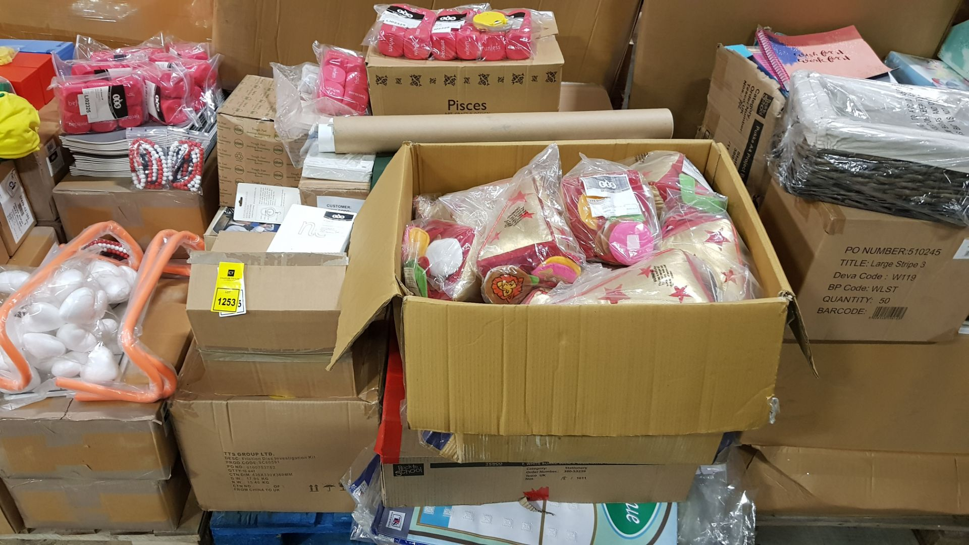 APPROX 1000+ PIECES OF EDUCATION EQIUIPMENT ON A PALLET IE TABLE AWARDS, MESSY LETTERS, WORD DICE,