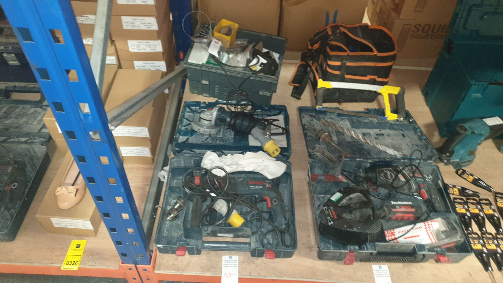MIXED TOOL LOT CONTAINING BOSCH HAMMER DRILL, BOSCH ANGLE GRINDER, DRILL ACCESSORIES AND BOX