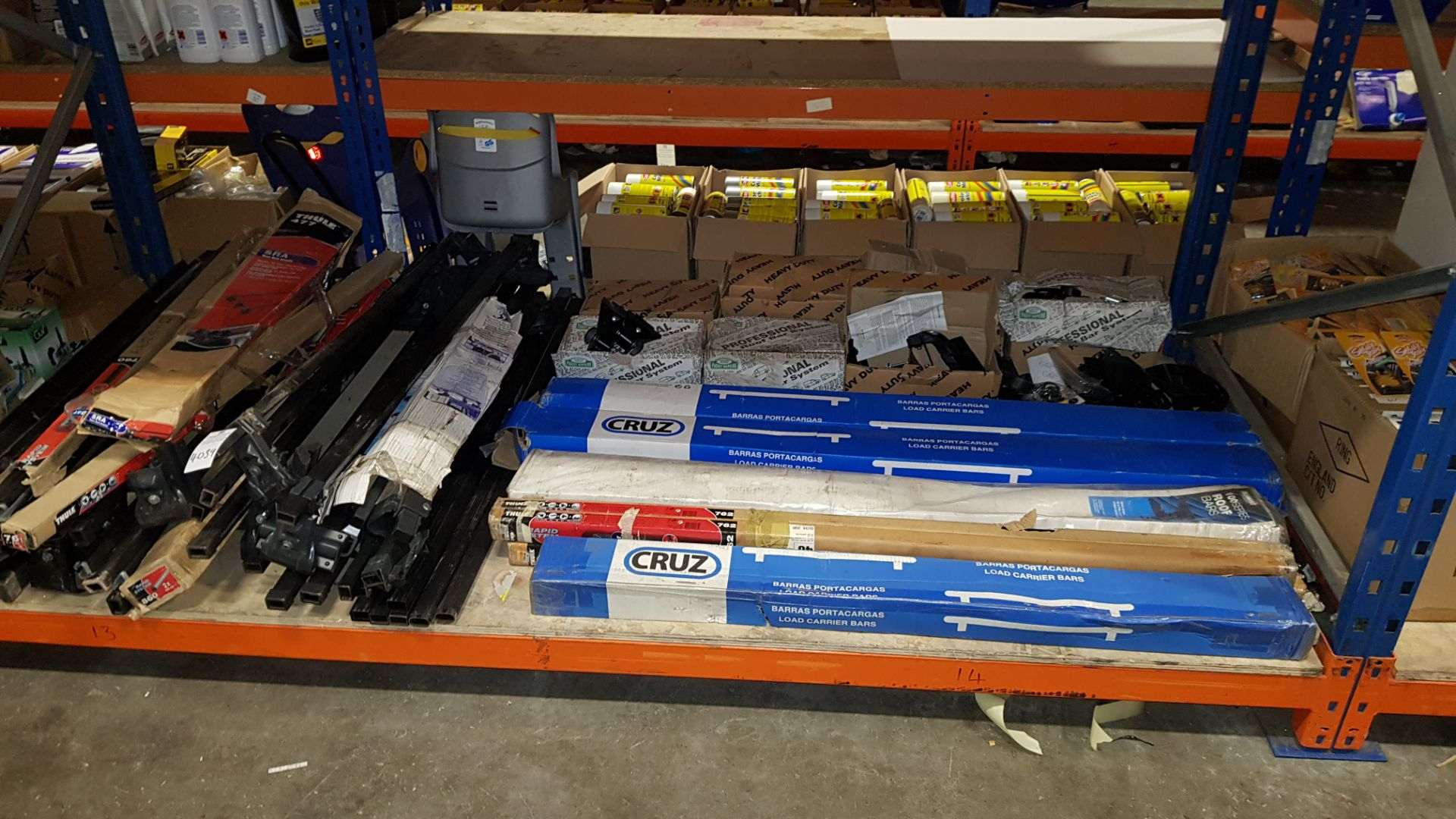 APPROX 30 PIECE ASSORTED LOT CONTAIING VARIOUS BRANDED ROOF BARS (SOME USED) AND ROOF BAR