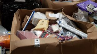 FULL HOMEWARE PALLET CONTAINING YEAR PLANNERS, CLU3E GAMES, LUNCHBAGS, TAMBERINES, PENS, HOME STAND,