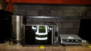 3 PIECE MIXED KITCHEN LOT CONTAINING A KENWOOD 900W MICROWAVE GRILL COMBI, GEORGE FOREMAN TOASTIE