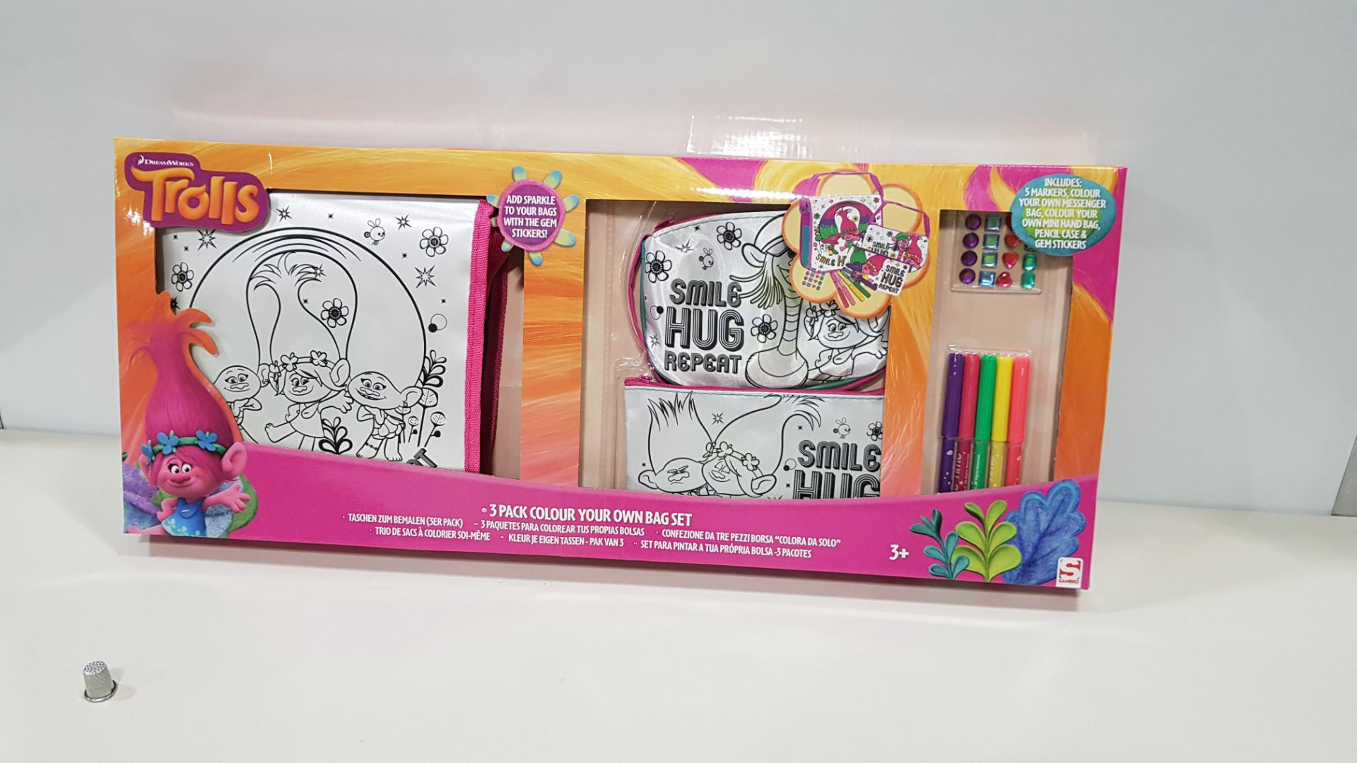 30 X BRAND NEW NICKELODEON TROLLS SET OF 3 COLOUR YOUR OWN BAGS INCLUDES MARKERS, YOUR OWN BAG, HAND
