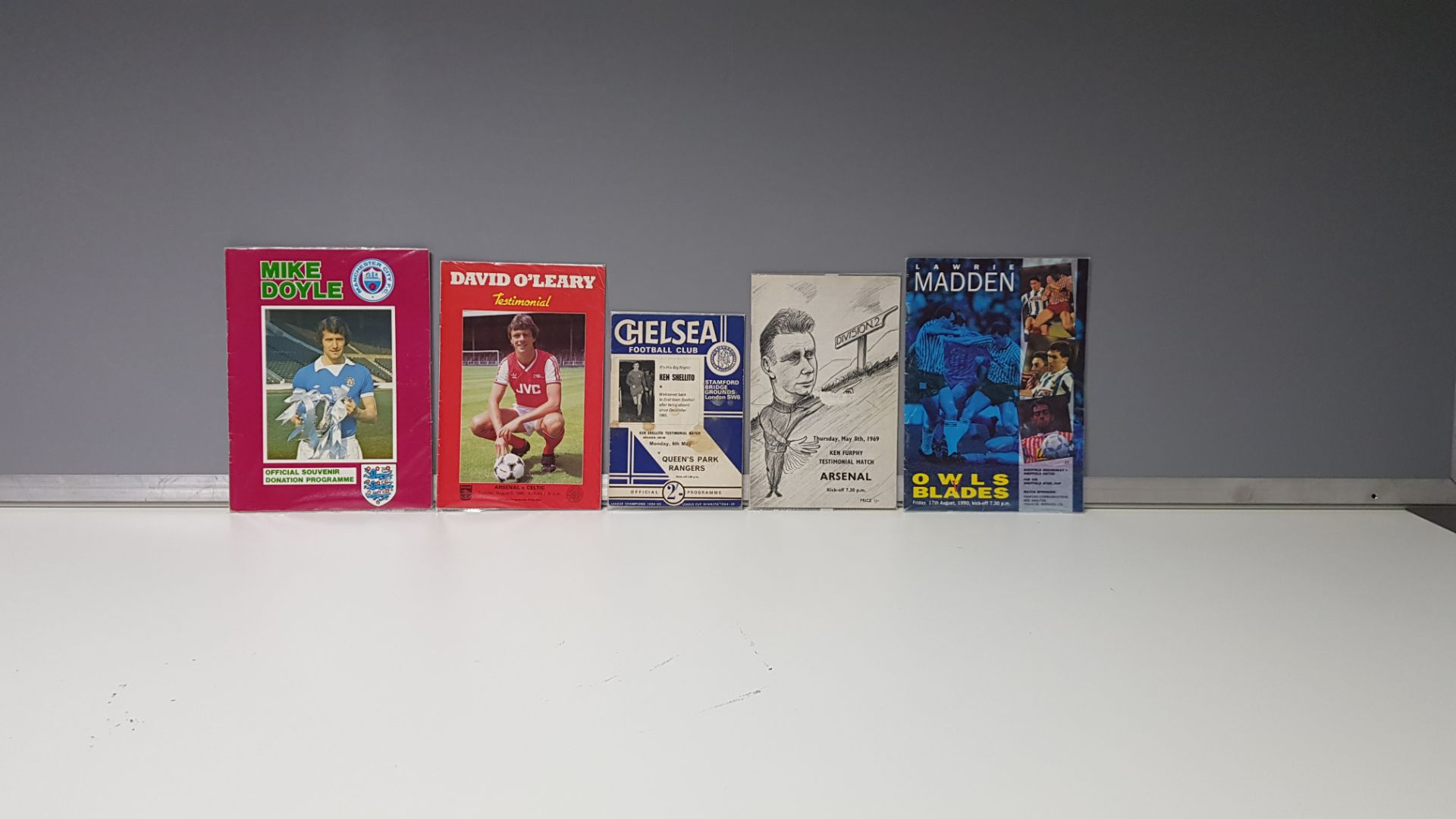 5 X OTHER PROGRAMMES IN VERY GOOD CONDITION TO INCLUDE - MIKE DOYLE DONATION PROGRAMME/OWLS VS