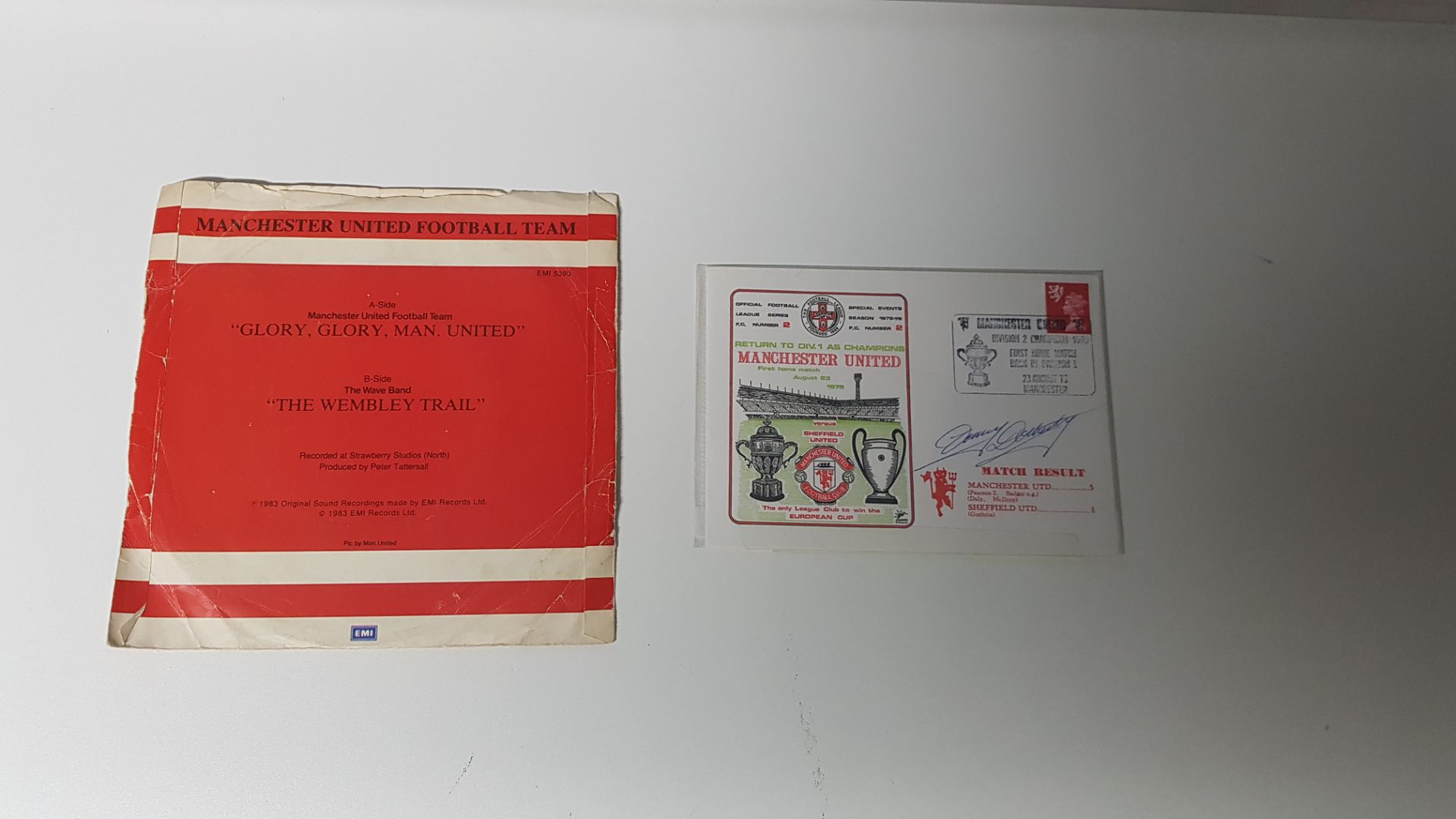 2 X ITEMS OF MANCHESTER UNITED MEMORABILIA TO INCLUDE - A MANCHESTER UNITED DIVISION 2 CHAMPIONS - Image 2 of 2