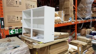 VARIOUS KITCHEN CARCAS UNITS IN WHITE ON A FULL PALLET